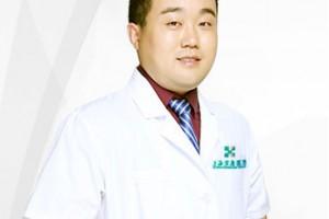 上海宏康医院做自体脂肪隆胸哪个医生好?