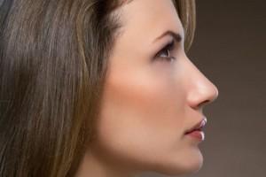 隆鼻之后有时会觉得鼻子是歪的,教你如何解决......
